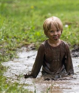 boy-in-mud